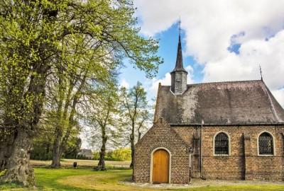 Hoksent-Molhem: Kerk Kleine-Brogel (oranje)